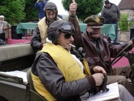 Philippe Minet et Jean-Pierre Brun dans leur Jeep 1944