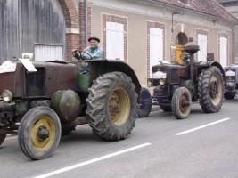 Le cortège des 15 tracteurs de La Bielle Chapelloise, de 1936 à 1952
