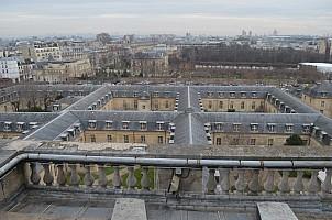 Vue sur Paris ; au deuxième plan musée Rodin