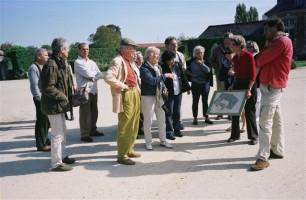 Nous sommes accueillis à La Bussière par Madame de Chasseval qui nous présente le château et nous fait visiter le potager
